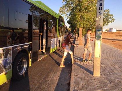 El PSOE de Badajoz critica que no se mejore la accesibilidad de las paradas de bus cuando se arreglan aceras