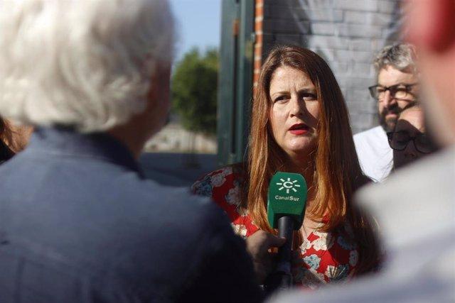 Susana Serrano atiende a los medios