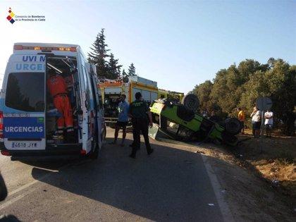 Evacúan al hospital a un varón atrapado tras un accidente en la carretera del Marquesado, en Chiclana (Cádiz)