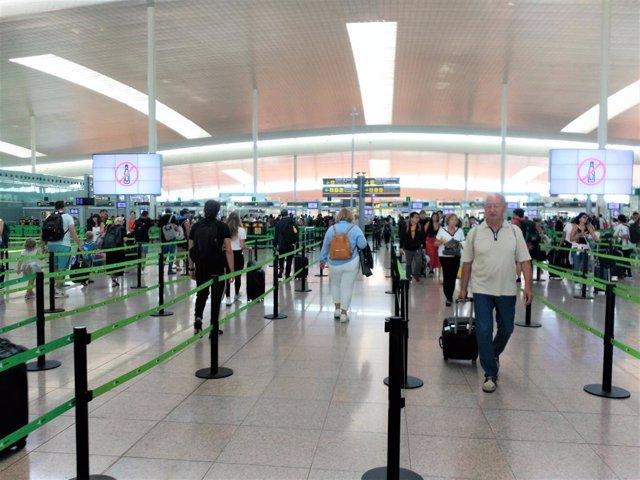 Control de seguretat de la T1 en l'Aeroport de Barcelona