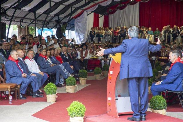 El presidente, Miguel Ángel Revilla, en su discurso por el Día de Cantabria en Cabezón de la Sal