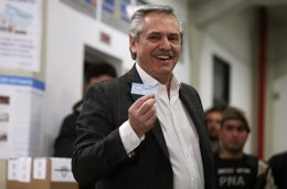 Alberto Fernández vota en las PASO