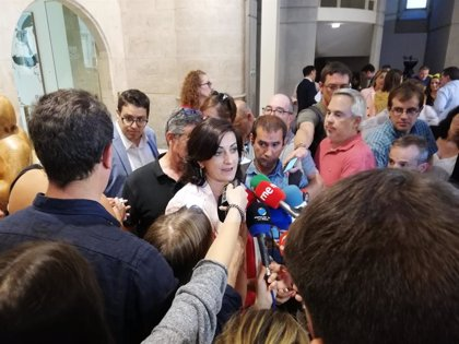 PSOE y Podemos se reúnen mañana a las 09,30 horas en el Parlamento para tratar la investidura de Concha Andreu