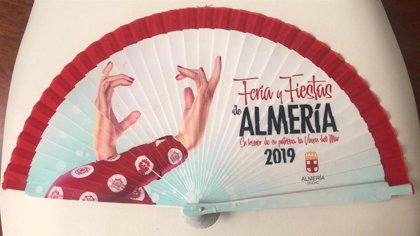 El Ayuntamiento de Almería comienza el reparto este lunes de los 25 abanicos de la feria 2019