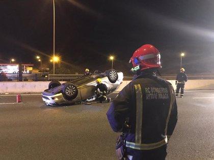 Herido un hombre tras dar su vehículo varias vueltas de campana en la A-7 en Málaga