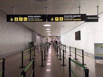 Normalidad a primera hora en los filtros del Aeropuerto de Barcelona