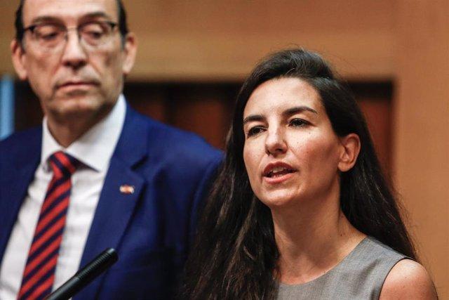 Imagen de archivo de la portavoz de Vox en la Asamblea de Madrid, Rocío Monasterio, acompañada del vicepresidente tercero de la Mesa de la Asamblea de Madrid, José Ignacio Arias Moreno.