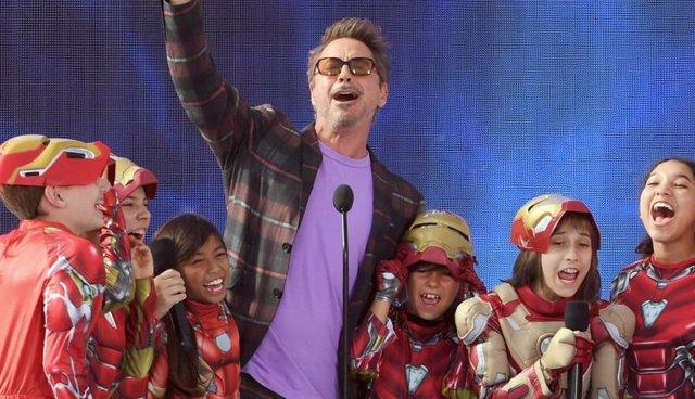 Robert Downey Jr recibe el Teen Choice Award como mejor actor de cine en 2019