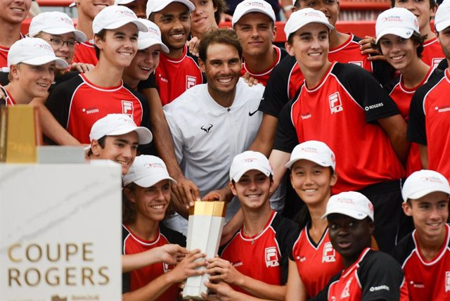 11 August 2019, Canada, Montreal: Spanish tennis player Rafael Nadal poses for a picture with the ball kids after wining his men's final tennis match of the Rogers Cup Montreal tennis tournament. Photo: Christopher Levy/ZUMA Wire/dpa