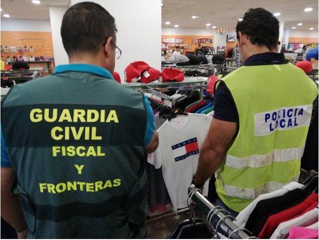 Articulos falsificados en una tienda de Badajoz