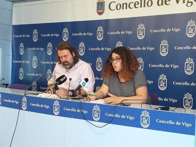 Los concejales del grupo municipal Marea de Vigo-Son En Común, Rubén Pérez Correa y Oriana Méndez.