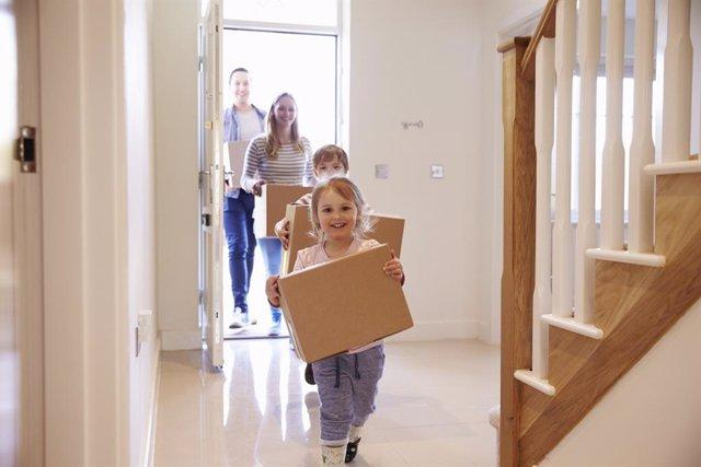 La mudanza puede abrumar a los niños si no se habla con ellos.