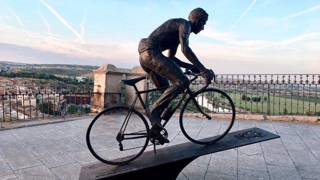 Estatua de Bahamontes en Toledo