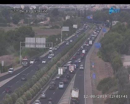 Un golpe entre dos coches provoca un atasco kilométrico en la Autopista de Llucmajor