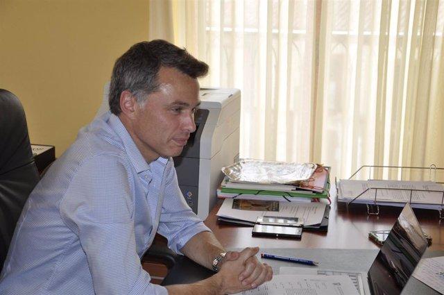 El alcalde de Valencia de Don Juan, Juan Pablo Regadera, en el Consistorio municipal.