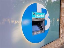 El nou caixer en l'oficina de plaça de l?Om, a Sant Cugat del Vallès