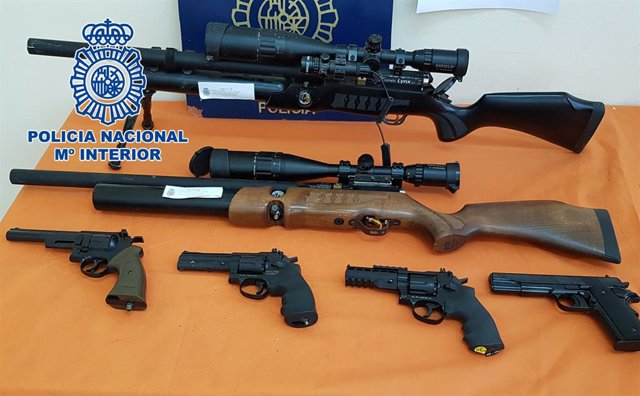 La Policia Nacional desmantella un centre de distribució de dorgas i armes en un narcopiso de Pineda de Mar (Barcelona)