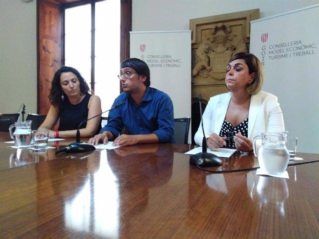 El conseller de Modelo Ecnómico, Turismo y Trabajo, Iago Negueruela, en una rueda de prensa