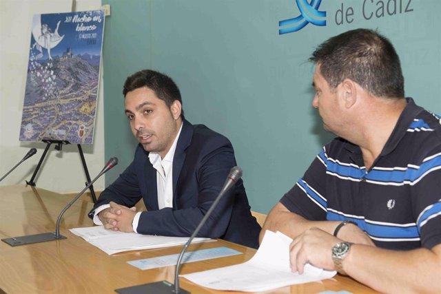 El diputado provincial Antonio González junto con el alcalde de Espera, Pedro Romero