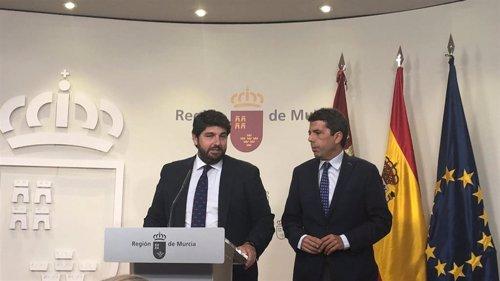 El presidente murciano, Fernando López Miras, y presidente de la Diputación de Alicante, Carlos Mazón, en una reunión en San Esteban, sede del Gobierno regional