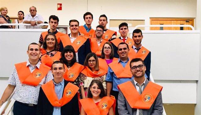 Alumnes de la Universitat d'Alacant graduats en el curs 2018-2019 amb l'ajuda de Fundació ONZE.