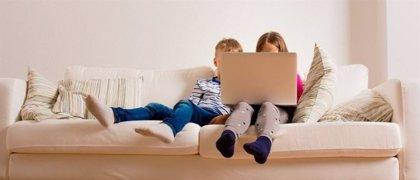Mucho tiempo con pantallas crea niños con sobrepeso (aunque hagan ejercicio)