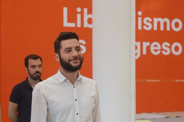 El secretario de Organización de Ciudadanos Madrid, César Zafra, atiende a los medios de comunicación para valorar la actualidad política en la sede nacional de Cs.