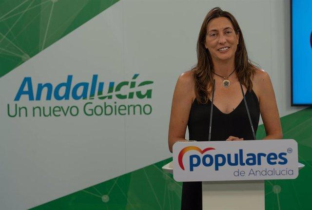 Rueda de prensa de la secretaria general del PP-A, Loles López, durante su comparecencia ante los medios de comunicación.