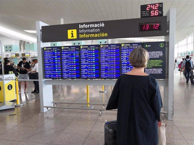 Usuaria en la T1 del Aeropuerto de Barcelona