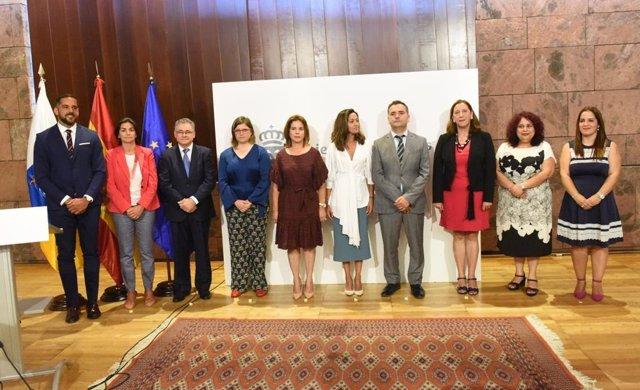 Foto de familia de los nuevos altos cargos de la Consejería de Sanidad del Gobierno de Canarias