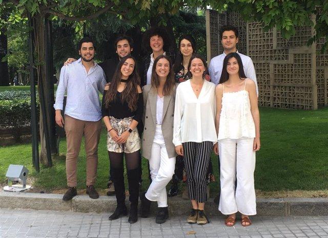 Nueve de los diez jóvenes seleccionados para la II Edición de las Becas DIME de la Fundación Microfinanzas BBVA
