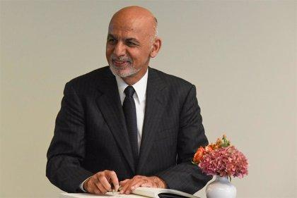 El presidente de Afganistán libera a 35 talibán como gesto de cara a un proceso de paz