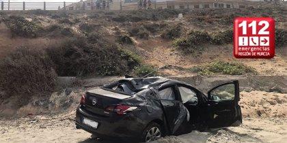 Dos personas resultan heridas en un accidente de tráfico en la playa de Calnegre en La Manga