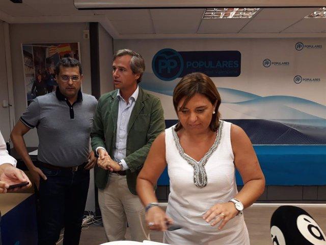 La presidenta del Partido Popular de la Comunitat, Isabel Bonig, junto al vicesecretario de Política Territorial del PP, Antonio González