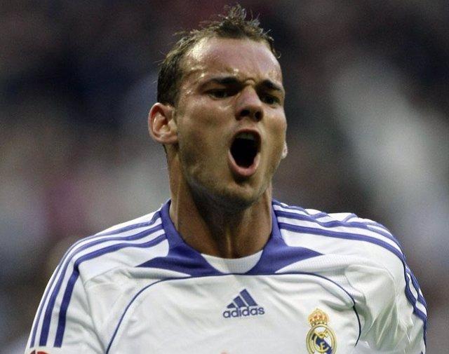 Weslry Sneijder celebra un gol con el Real Madrid