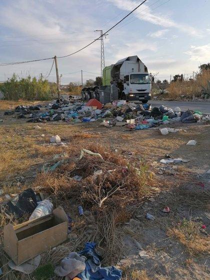 """Ecologistas Cádiz lamenta la """"espectacular"""" acumulación de basura en El Zabal"""