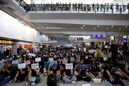 Reabre el aeropuerto de Hong Kong tras las protestas