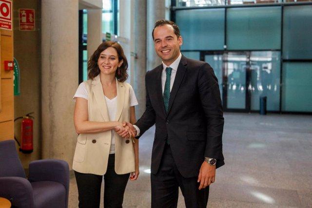 Imagen de archivo de la candidata del PP a la Presidencia de la Comunidad de Madrid, Isabel Díaz Ayuso y el portavoz de Ciudadanos en la Asamblea de Madrid, Ignacio Aguado.