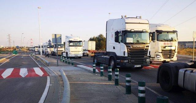 Transportistas de contenedores desconvocan los paros ante los compromisos para mejorar el acceso al parque de Riba-roja
