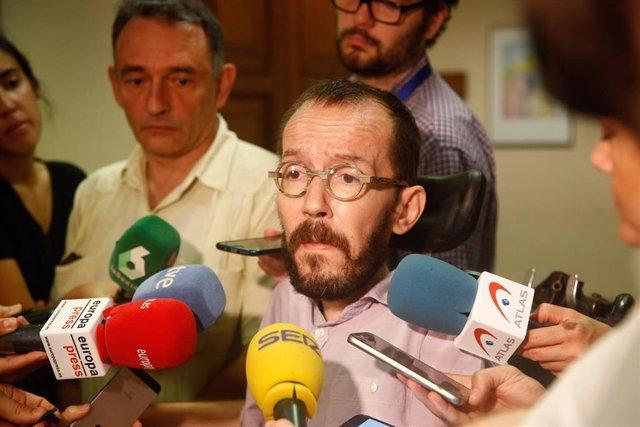 El secretario de Acción de Gobierno de Podemos, Pablo Echenique, en declaraciones a los medios de comunicación