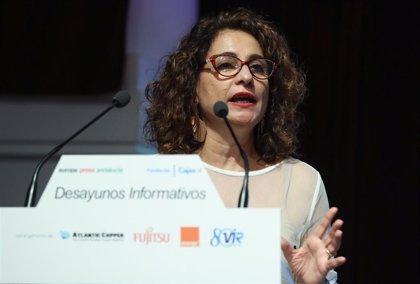 """La ministra Montero defiende """"investigar"""" a """"quienes se enriquecen"""" con la gestación subrogada"""