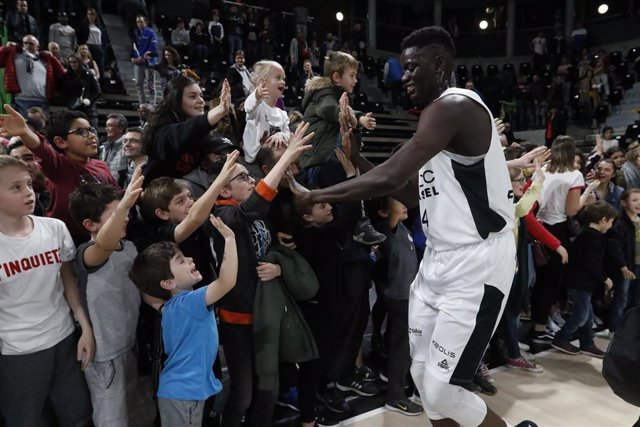 Khadim Sow of Lyon salutes the crowd during the French Championship, Jeep Elite Pro A Basketball match between LDLC ASVEL and ESMM Le Portel Cote d'Opale on March 1, 2019 at Astroballe in Villeurbanne, France - Photo Romain Biard / ISports / DPPI