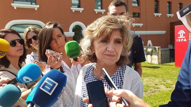 La ministra de Sanidad en funciones, María Luisa Carcedo, atiende a los medios en la Finba, en Oviedo.