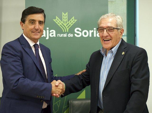 Los presidentes de la Caja Rural de Soria y de la AECC en Soria, Carlos Martínez y Fernando Ligero, respectivamente.