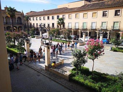 Más de 400 personas aspiran a participar en el rodaje de una serie en el castillo de La Calahorra (Granada)