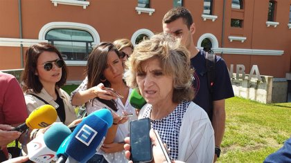 """La ministra de Sanidad afirma que se está aprovechando """"al máximo"""" la capacidad docente del sistema"""