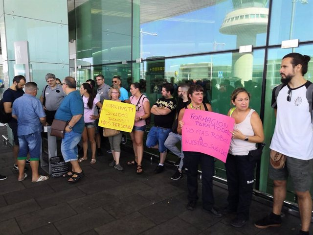 Concentració de treballadors de Trablisa en l'Aeroport de Barcelona-El Prat