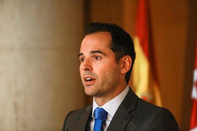 El portavoz de Ciudadanos en la Asamblea de Madrid, Ignacio Aguado, en rueda de prensa tras la primera sesión del segundo pleno de la investidura de la candidata del PP a la Presidencia de la Comunidad de Madrid.