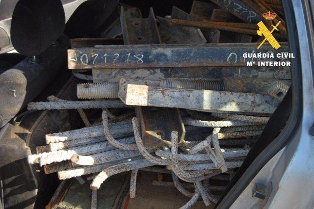 Material de obra intervenido a las tres personas detenidas por hurto del mismo en la A-73 (Burgos-Aguilar de Campoo).