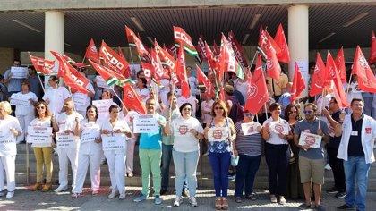 """Más de 1.000 personas se concentran contra el """"cierre"""" y la """"privatización"""" de las lavanderías del SAS"""